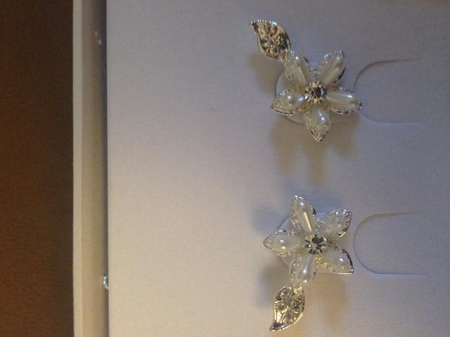 Item - Silver and Ivory Floral Jewelry Set