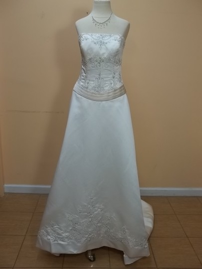 Preload https://img-static.tradesy.com/item/963485/davinci-bridal-ivorychampagne-satin-8225-formal-wedding-dress-size-10-m-0-0-540-540.jpg