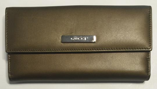 Gucci Gucci 143389 Softcalf Metallic Leather Continental Wallet Clutch