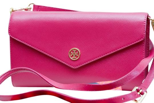 Preload https://item1.tradesy.com/images/tory-burch-robinson-sale-raspberry-saffiano-patent-leather-clutch-9646465-0-4.jpg?width=440&height=440