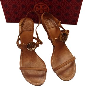 4e211c7157d9c Tory Burch Sandals - Up to 90% off at Tradesy