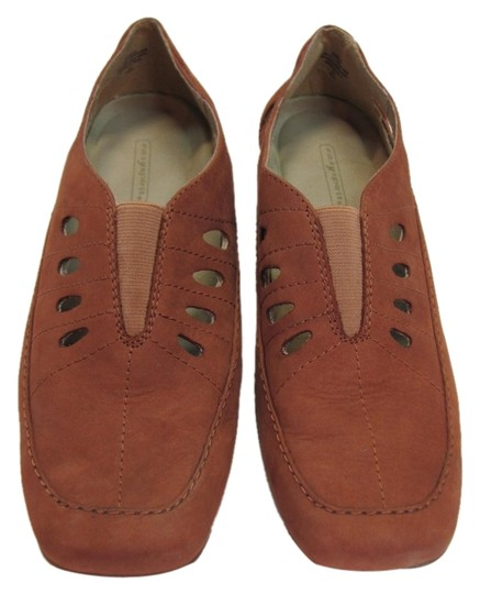 Preload https://img-static.tradesy.com/item/9650314/easy-street-taupe-leather-very-good-condition-flats-size-us-85-wide-c-d-0-1-540-540.jpg