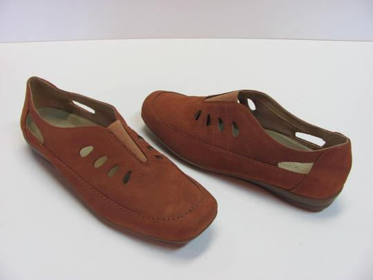Easy Street Size 8.50 Wide Leather Very Good Condition Taupe, Flats