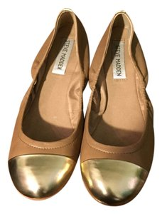 Steve Madden Tan and Gold Flats