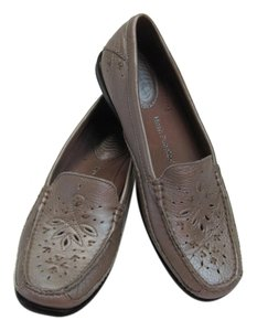 Hush Puppies New Leather Size 7.50 Narrow Neutral Color, Flats