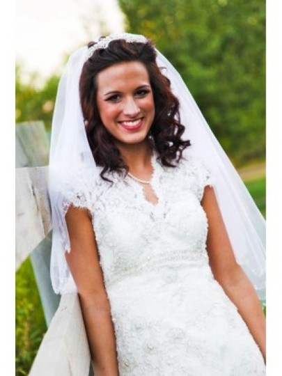 Allure Bridals Ivory Mostly Lace Or Sheer Unkown Traditional Wedding Dress Size 4 (S)
