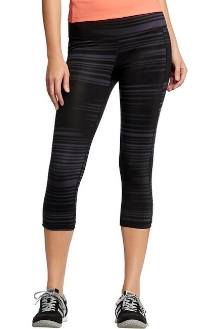 Preload https://img-static.tradesy.com/item/966287/old-navy-black-active-printed-compression-activewear-capriscrops-size-8-m-29-30-0-0-650-650.jpg