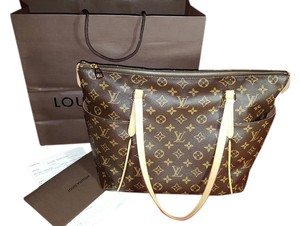 Louis Vuitton Totally Mm Tote in Monogram