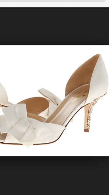 Item - Ivory and Gold New York Satin Heel Bridal Pumps Size US 11