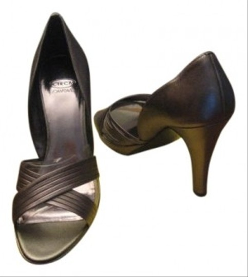 Preload https://item2.tradesy.com/images/circa-joan-and-david-lt-leather-size-10-pewter-pumps-96686-0-0.jpg?width=440&height=440