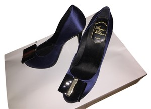 Roger Vivier Bow Evening Satin navy Pumps