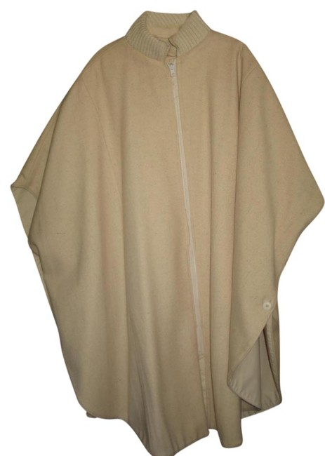 Preload https://img-static.tradesy.com/item/967270/beige-cape-style-reversible-raincoat-size-10-m-0-0-650-650.jpg