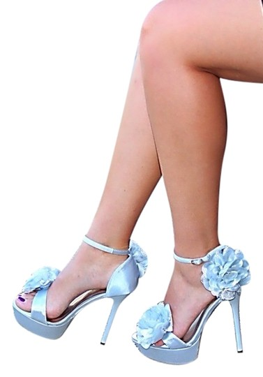 Preload https://item5.tradesy.com/images/liliana-silver-heels-sandals-size-us-7-967839-0-1.jpg?width=440&height=440