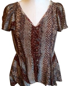 Odille Top Taupe, Maroon, Grey feather print