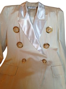 Barbara Bates Designs Designed by award winning Chicago designer, Barbara Bates. After Five Custom Designed White Horizontally Pleated Skirt Suit