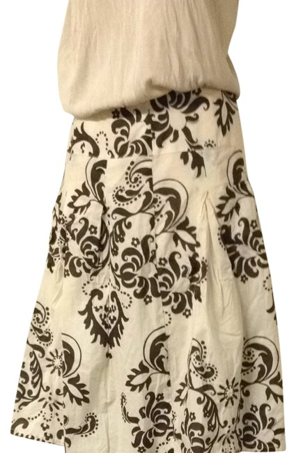 Preload https://item5.tradesy.com/images/autograph-cream-and-brown-new-york-floral-elegant-round-size-4-s-27-968629-0-0.jpg?width=400&height=650