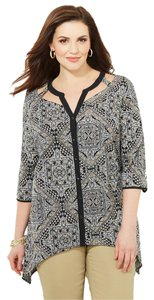 """Catherines Brand: Pattern:creative Print Size Type:plussleeve Style:short Sleeve Size (Women's):26/28w 3x=chest 58"""" Waist 58"""" Hip Top black white"""