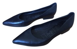 Freelance Pointy Toe Black Flats