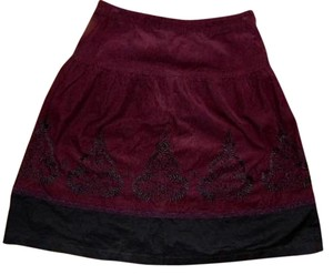Ann Taylor LOFT Size 2p Petite Embroidered P607 Knee Length Like New Skirt BURGUNDY BLACK