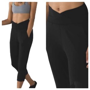 Lululemon New With Tags Lululemon Sunset Salutation Crop Solid Black Size 4
