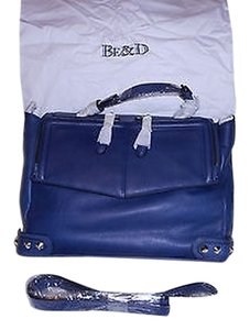 Be&D Sophisticated Convertible Supple Leather Navy Messenger Bag