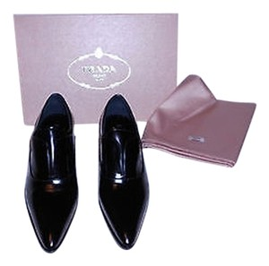 Prada Handsomely Crafted Bright Finish No Lace Goring Under Tongue Made In Italy Black Flats