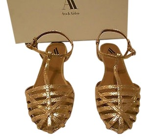 Ava & Aiden Crackled Finish Metallic Leather Gold Sandals