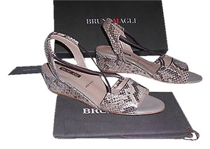 Bruno Magli Reptile Embossed Wedge Versatile Color Arch Support Made In Italy Taupe Sandals