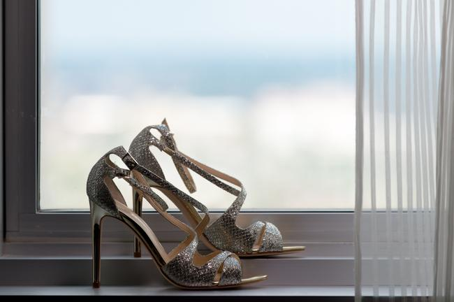 Item - Silver/Gold Formal Size US 8.5