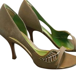 Carlos by Carlos Santana light green Pumps