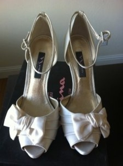 Item - Ivory Luster Electra In Pumps Size US 7.5