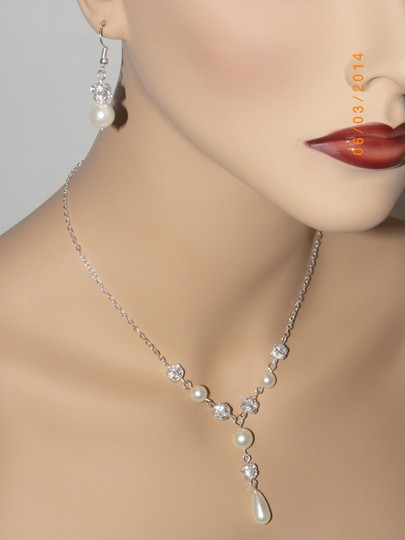 Cream Ivory Swarovski Crystal Pearl Of Necklace and Earrings Jewelry Set