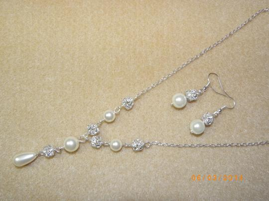 Swarovski Crystal Ivory Cream Pearl Set Of Necklace And Earrings Bridal Jewelry Weddings
