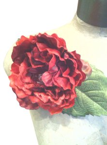 Other Red Peony Flower Pin (Magnet)