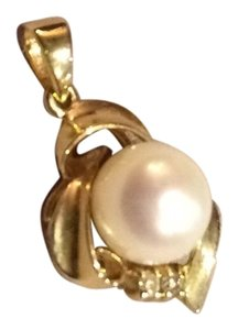 14k Gold, Diamond and Pearl Pendant