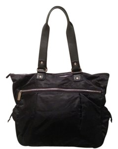 Levenger Lightweight Satchel Carry-on Tote in Black