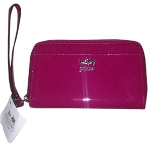 Coach Wallet Wristlet in Magenta