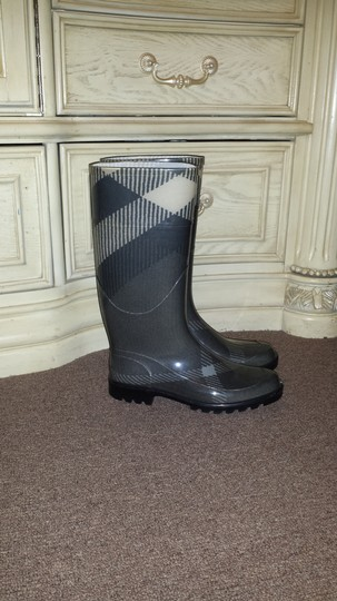 Burberry Grey plaid Boots Image 2