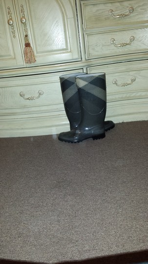 Burberry Grey plaid Boots Image 4