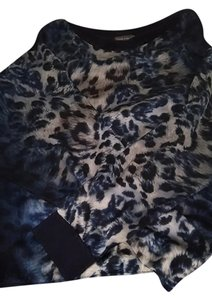 Vince Camuto Top Blue leopard print style