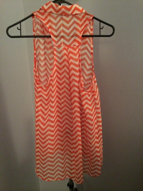 Toskana Sleeveless Collar Buttons Top Pink and white chevron Image 1