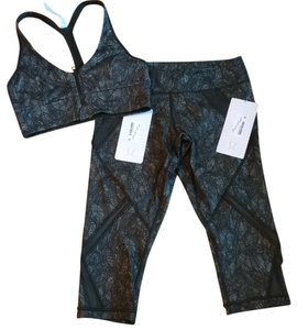 Lululemon New With Tags Lululemon Cool To Street Crop & Sports Bra Bundle Size 6 AKLY Gator Green