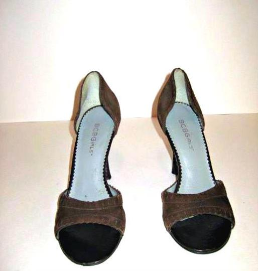 BCBGMAXAZRIA Suede Brown Open Toe Peep Toe Brown Suede Sandals