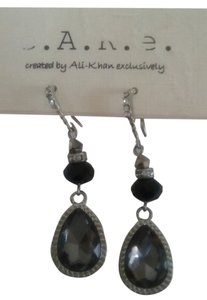 Ali-Khan New Ali Khan crsytal tear drop earrings- black, silver, gray