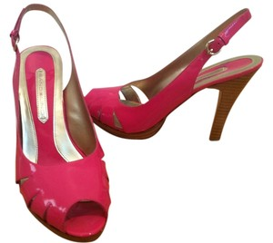 Bandolino Leather Patent Leather Pump Fuscia Sandals