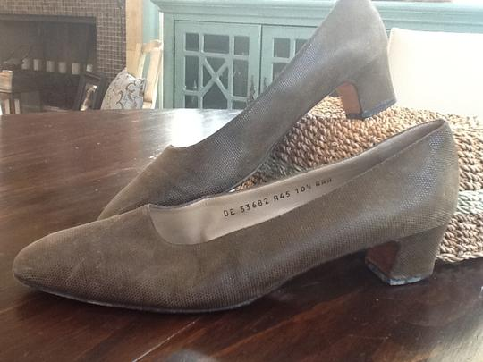 Salvatore Ferragamo Narrow 10.5 Aaa Embossed Upper Leather Soles Made In Italy Elegant Distinctive High End Classic Olive Green Suede Pumps