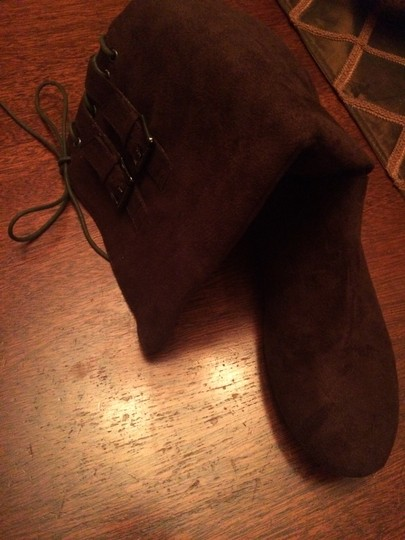 M Bonita Suede Like New Lace Up BROWN Boots