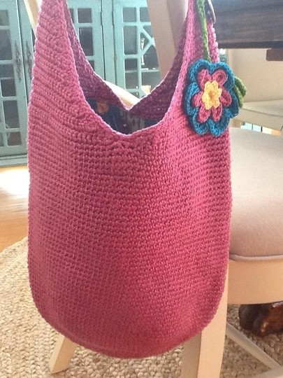 The Sak Crochet Decorative Flower Embelishment Sea Life Lining Multi Interior Pockets Like New Condition Summer Beach Handbag Hobo Bag