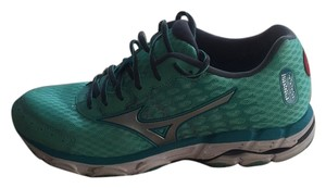 Mizuno Green & white Athletic