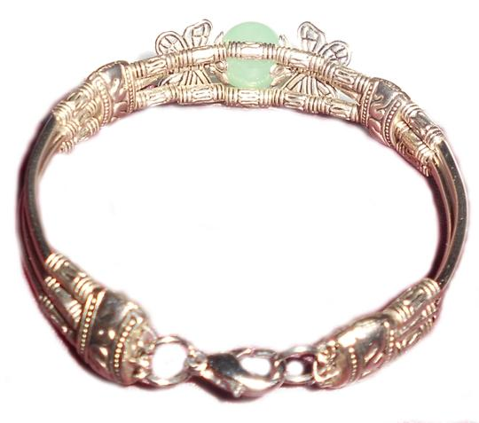 Other Silver Tone Bracelet With Green Stone